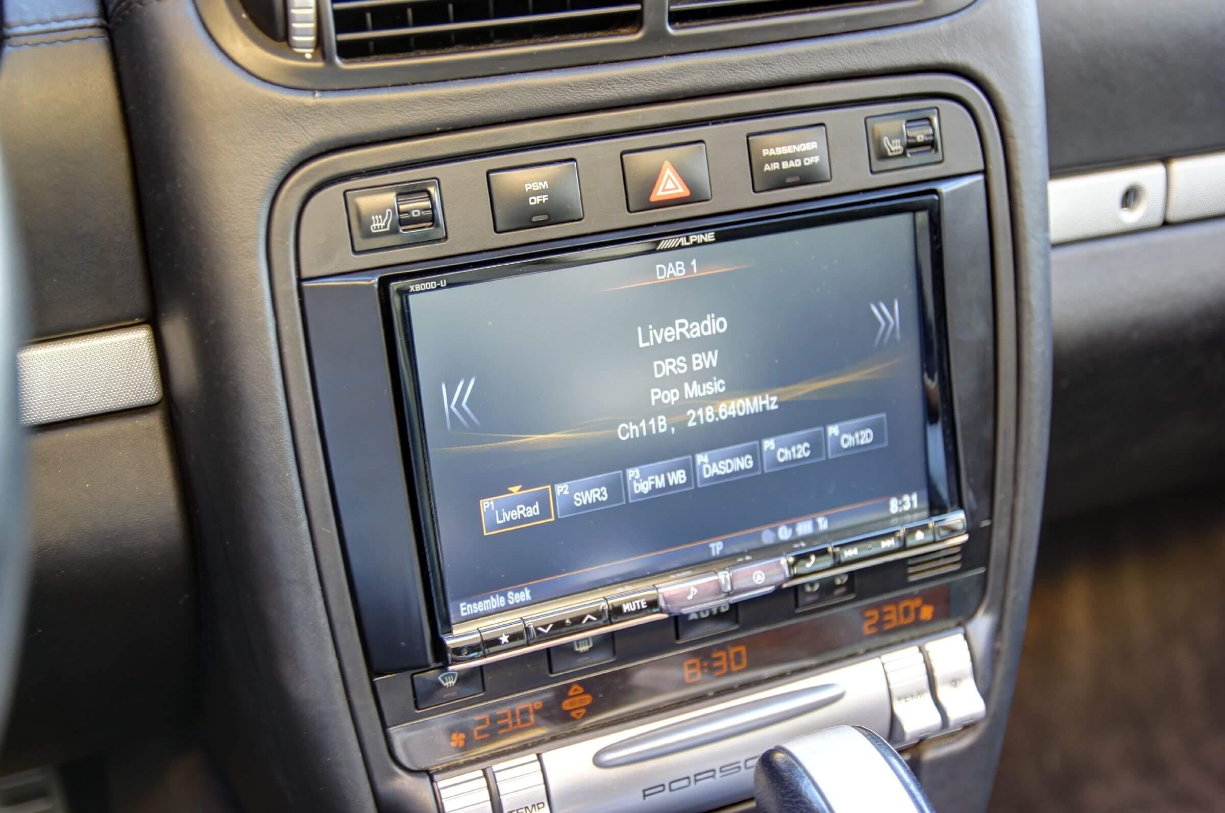 Navigationssystem Nachrüstung im Porsche Cayenne Digitalradio, Bluetooth und DVD