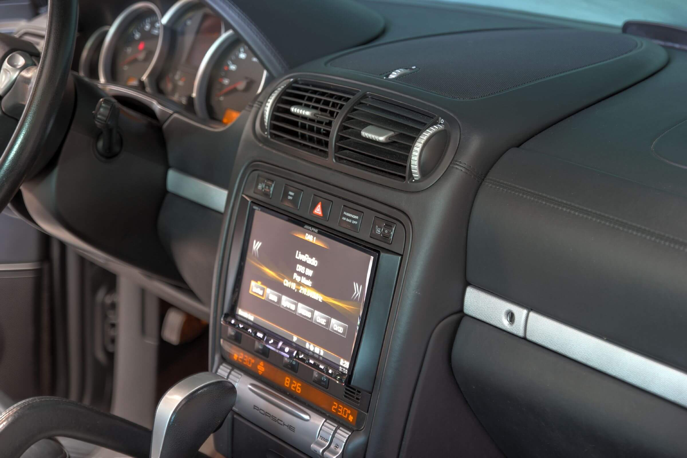 Navigationssystem Nachrüstung im Porsche Cayenne