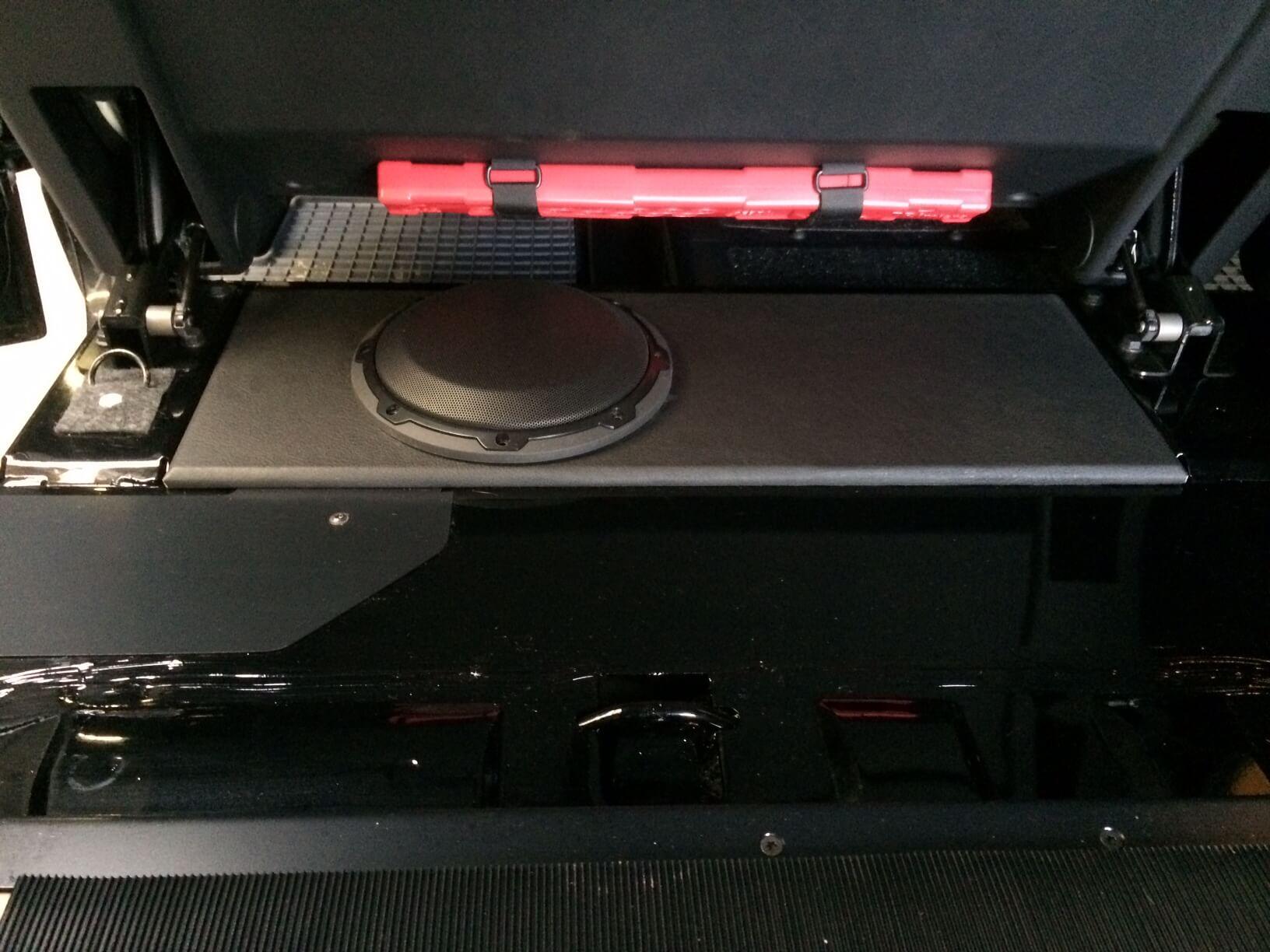 Mercedes G Professional (G-Klasse) Modelljahr 2016 und 2017 Alpine Navigationsystem JL Audio Subwoofer