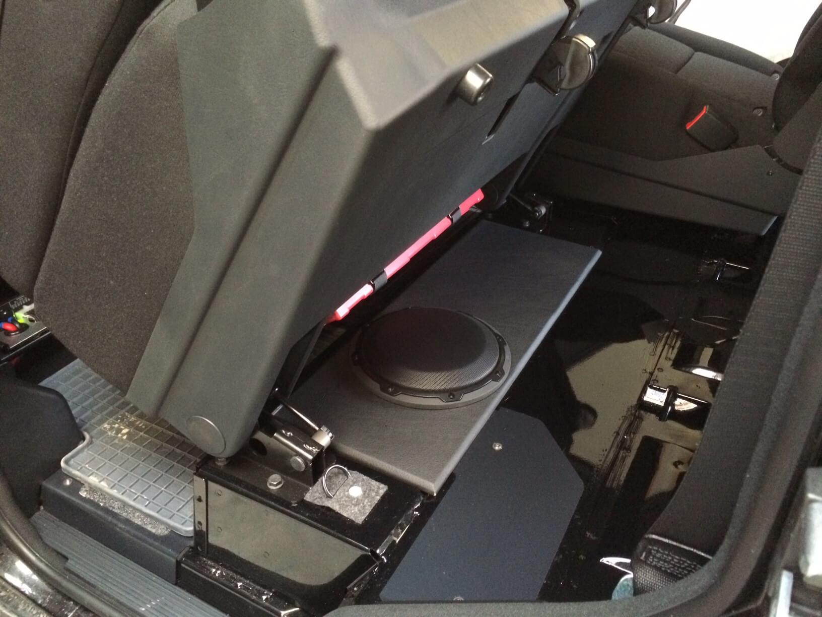 Armaturenbrett Mercedes G Professional (G-Klasse) Modelljahr 2016 und 2017 Alpine Navigationsystem JL Audio Subwoofer