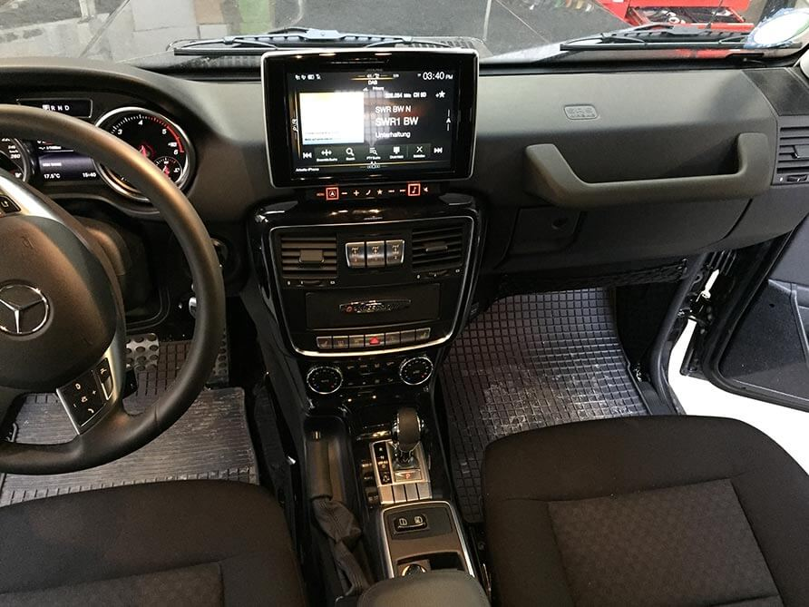 Navigationssystem, DAB+ und Bluetooth, acht Lautsprecher, Digitaler Soundprozessor und 480 Watt Gesamtleistung