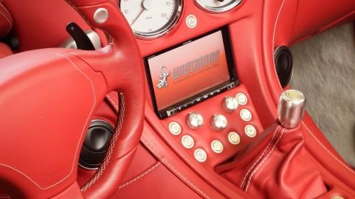 handwerklich perfekt eingearbeitet. Das Alpine INE-W 710 mit DAB+ und Apple Car Play