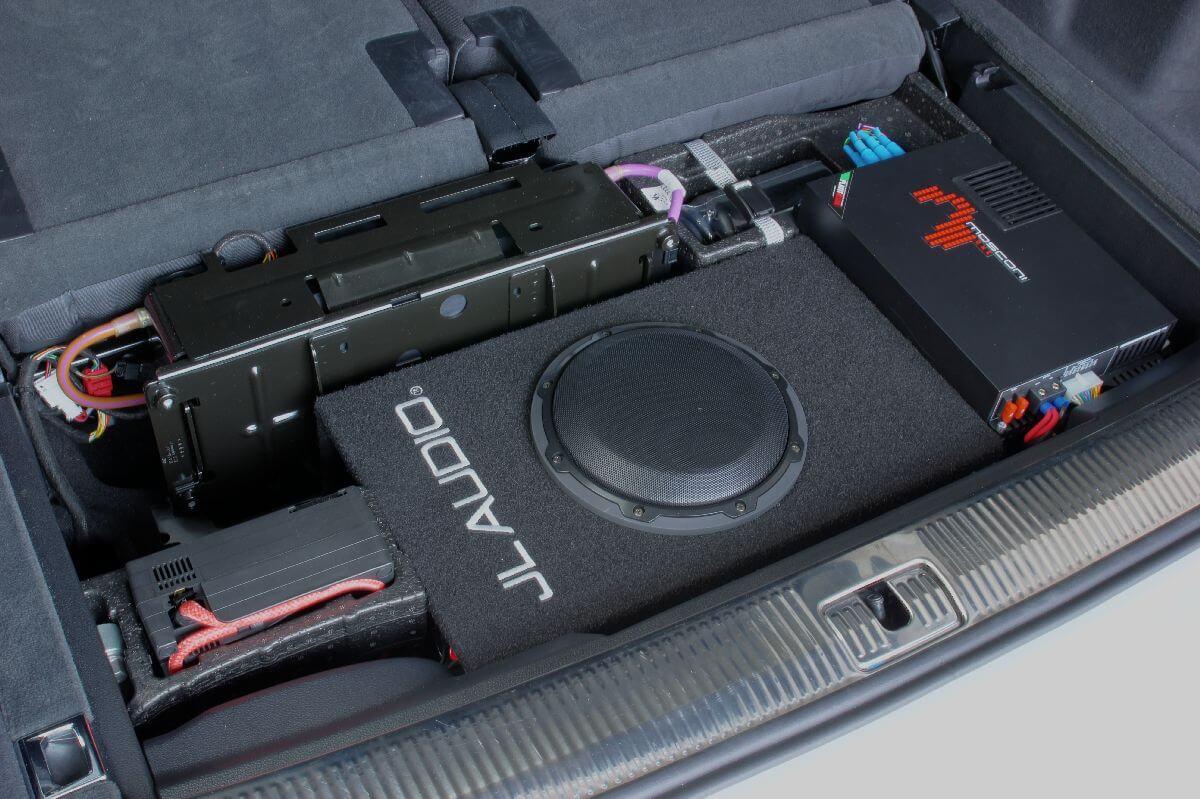 Mosconi-Verstärker und JL-Subwoofer im Audi SQ-7 nach Hifiupgrade