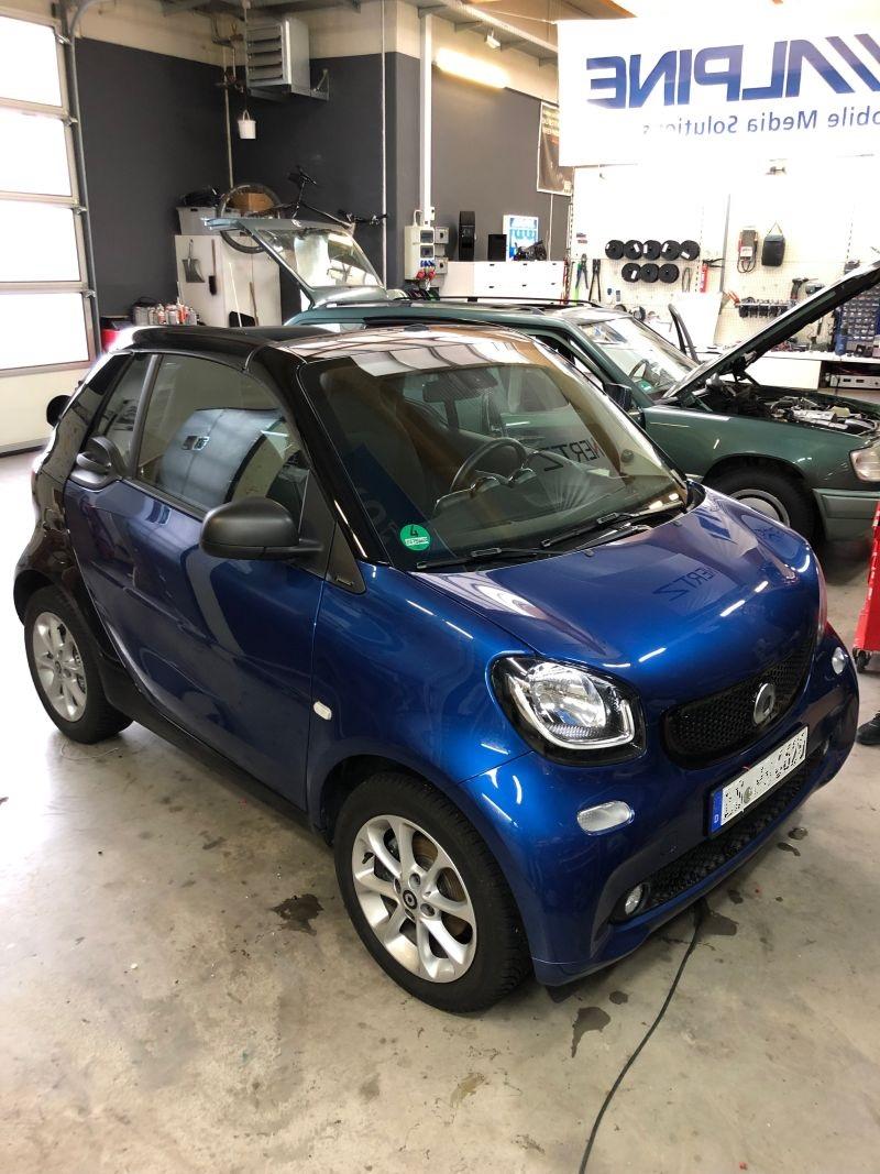 Smart Cabrio in der Werkstatt zum Soundsystem EInbau