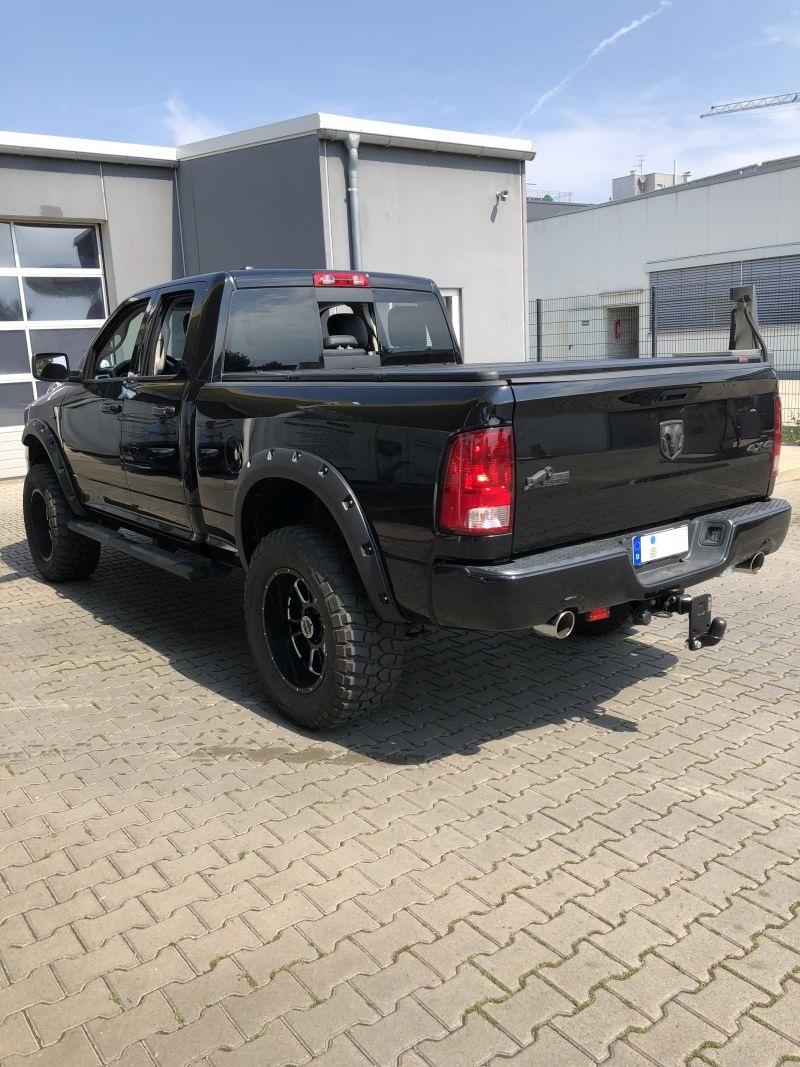 Dodge Ram vor unserer Werkstatt in Denkendorf