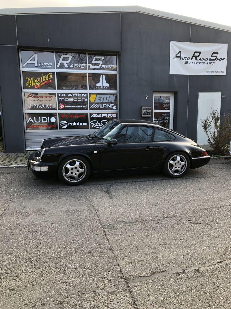 ein häufiger Gast: Der Porsche 911, hier ein 964, nach erfolgter Lautsprecherreparatur