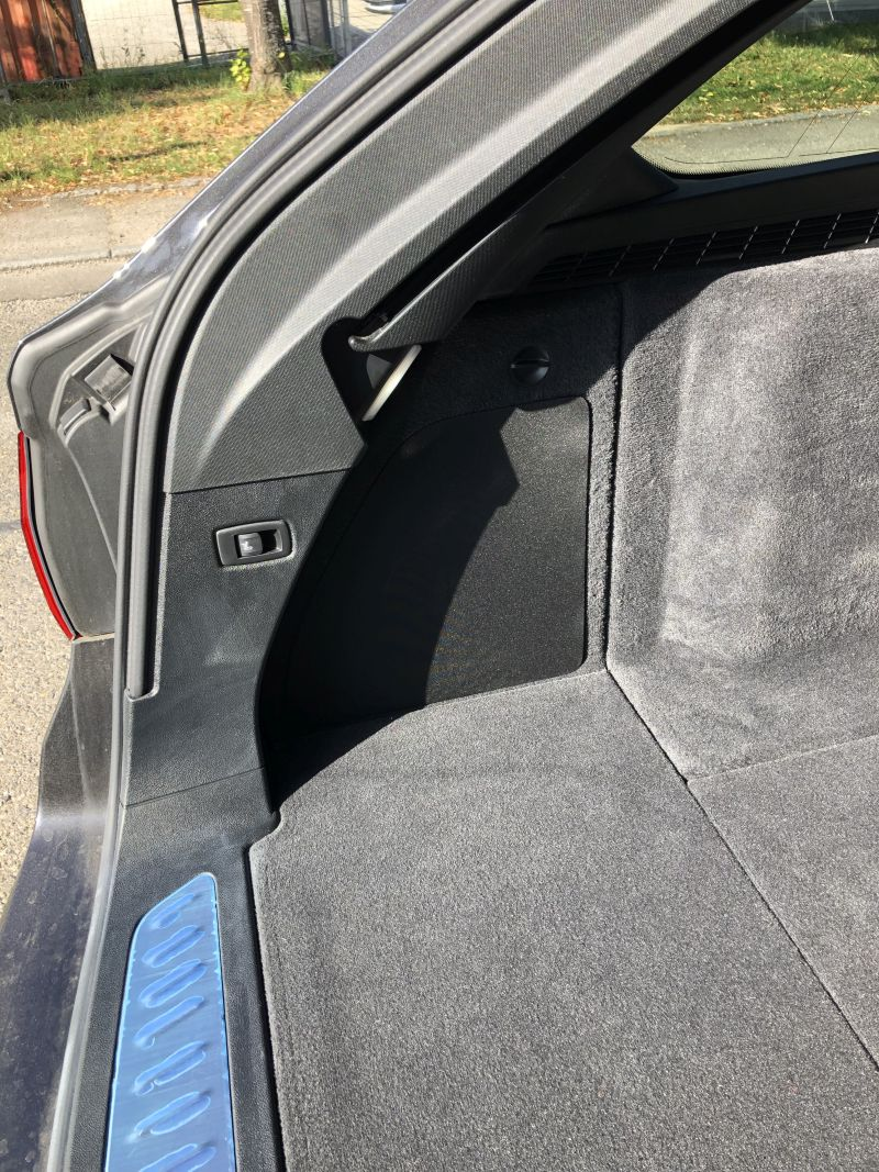 Kofferraum-Seitenteil mit Andeckung