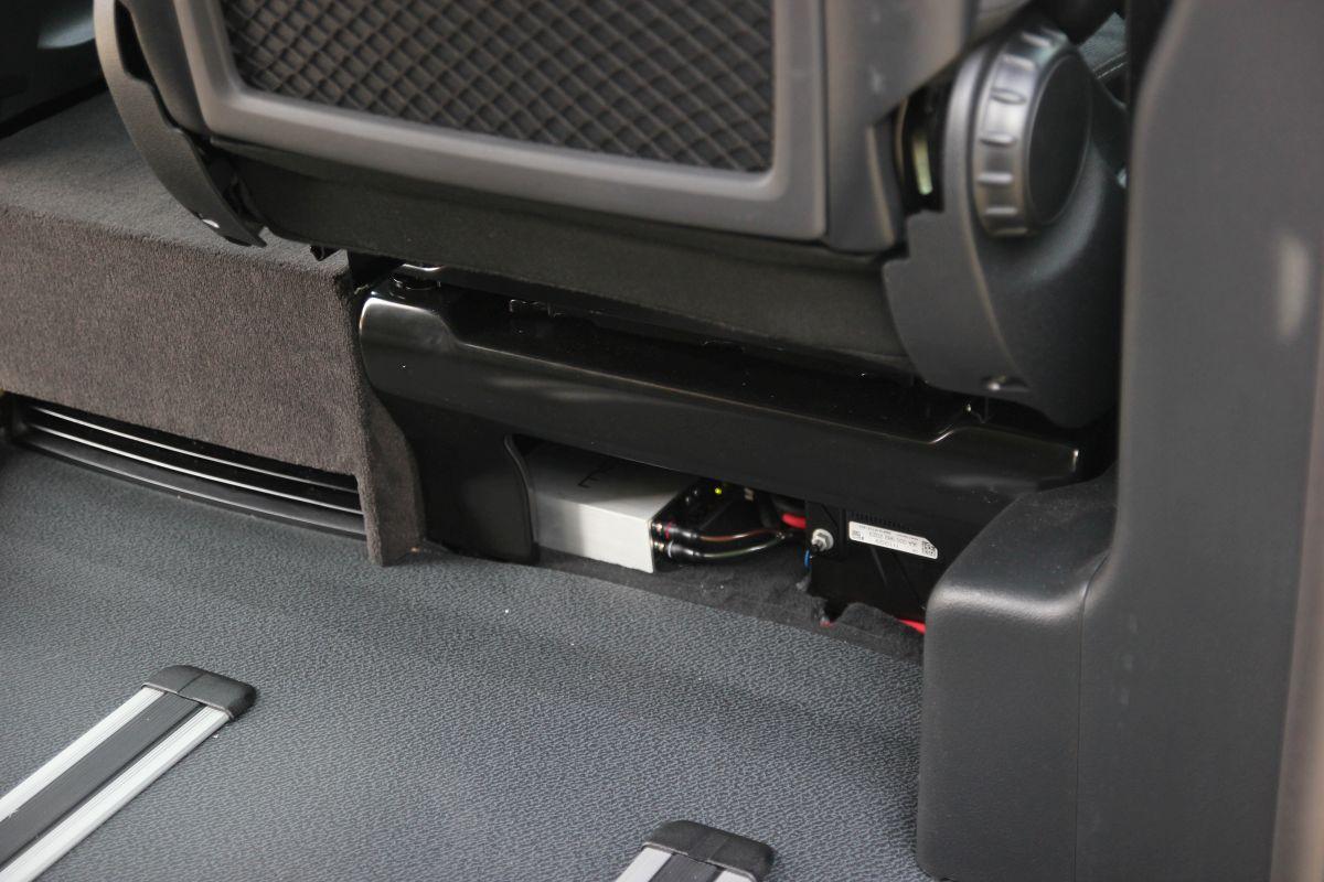 Mosconi D2-Monoblock In der Beifahrer-Sitzkonsole