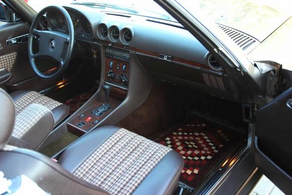 verdecter Einbau einer Hifilösung im Mercedes SL
